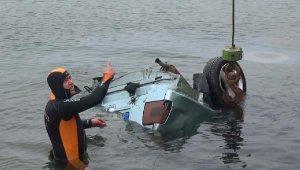 Otomobil denize uçtu, sürücüyü sahildekiler kurtardı
