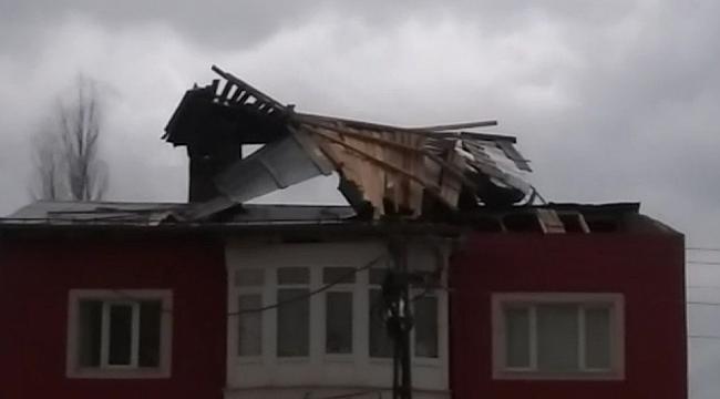 Şiddetli rüzgar çatı uçurdu