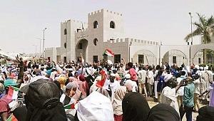 Sudan'da darbeci cunta: 'Beşir'i teslim etmeyeceğiz'