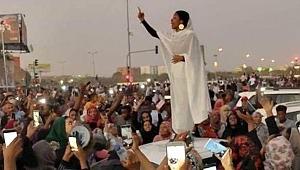 Sudan'daki ayaklanmanın sembolü kadından yeni video