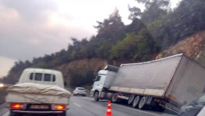 Tır kazası trafiği kitledi - Bursa Haberleri