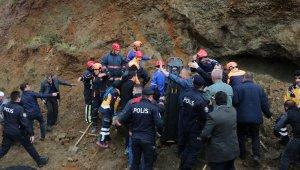 Toprak altında kalan vatandaş hastanede hayatını kaybetti