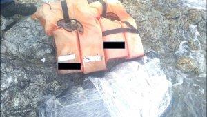 1 tonluk uyuşturucu tekneyi batırdı