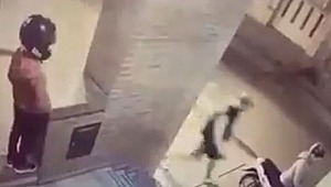 11 yaşındaki kız, scooterı çalmak isteyen hırsızı yumruklayarak kaçırdı