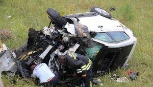5 metreden düşen otomobilin sürücüsü yaralandı