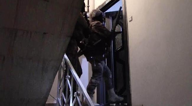 888'li hatlarla 2 milyon liralık vurgun yapan 22 kişi yakalandı