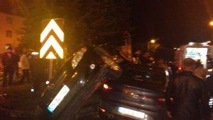 Araçların üst üste bindiği trafik kazası: 4 yaralı