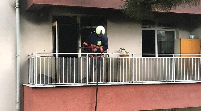 Başkent'te korkutan yangın... Yaşlı çift ve bakıcıları son anda kurtarıldı