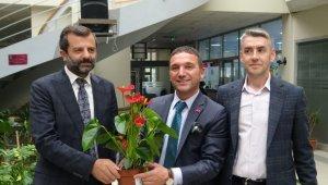 Belediye Başkanına gelen tebrik çiçekleri, ihtiyaç sahiplerine yardıma dönüştü - Bursa Haberleri