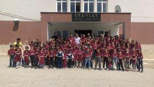 Bursa'da tepki çekecek paylaşım... Çocuklara Beşiktaş forması giydirip poz verdirdiler - Bursa Haberleri