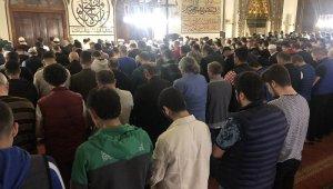 Bursalılar sabah namazında Ulu Camiye akın etti - Bursa Haberleri