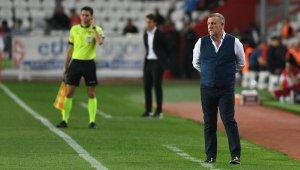 Bursaspor'da cezalılar Mesut Bakkal'ı düşündürüyor - Bursa Haberleri