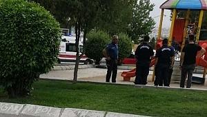 Çocuk Parkında Dehşet! Yoldan Geçen Jandarma Tesadüfen Fark Etti!