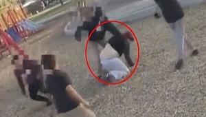 Çocuklar parkta dehşet saçtı... Uyaran kadına dövdüler