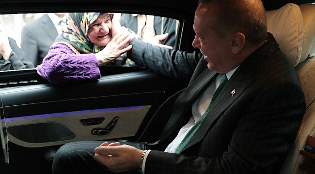 Cumhurbaşkanı Erdoğan ile yaşlı teyzenin gülümseten sohbeti
