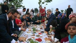 Cumhurbaşkanı Erdoğan piknik sofrasında vatandaşlarla iftar yaptı