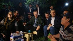 Cumhurbaşkanı Erdoğan, Zeytinburnu Sahili'nde vatandaşlarla çay içti