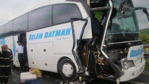 Düzce'de Feci Trafik Kazası! Yolcu Otobüsü İle TIR Çarpıştı: 3'ü Çocuk, 7 yaralı