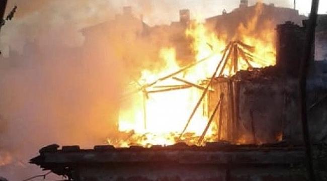 Elektrik kontağından çıkan yangın ahşap evi kül etti - Bursa Haberleri