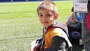 Galatasaraylı çocuğun hırkası bilerek mi ters giydirildi? Fenerbahçe'den açıklama