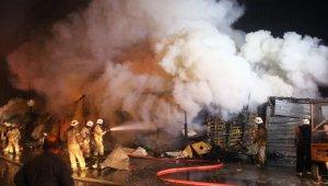 Gece Yarısı Korkutan Yangın! Palet Fabrikası Alevlere Teslim Oldu