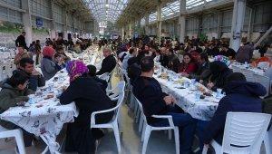 Gençler bir araya gelip bin kişiye iftar verdi - Bursa Haberleri