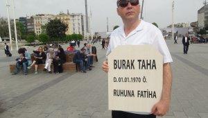 Görenler şaştı kaldı... Kendi mezar taşını yaptırıp Taksim'de dolaştı