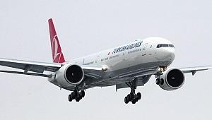 Havalimanında yolcu uçağının kanadı aydınlatma direğine çarptı