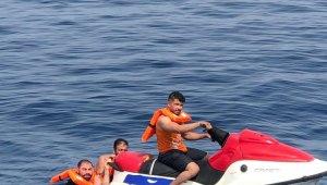 Jet-ski'ye tutunarak Yunan adalarına kaçmaya çalışırlarken yakalandılar