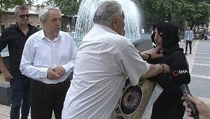 Kadınlara şiddeti karınca kostümüyle protesto etti, saldırıya uğradı - Bursa Haberleri