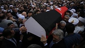 Kadir Mısıroğlu'nun cenazesinde Atatürk pankartı açanlar gözaltına alındı
