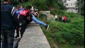Kız arkadaşından ayrılıp köprüye çıktı polis atlamadan kurtardı - Bursa Haberleri