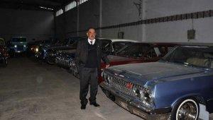 Klasik otomobillerini satışa çıkardı - Bursa Haberleri