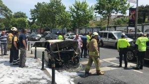 Maslak'ta otomobil alev alev yandı, yol trafiğe kapandı