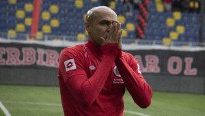 Mert Nobre, gözyaşlarıyla futbolu bıraktı