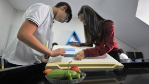 Öğrencilerden, son kullanma tarihini hatırlayan buzdolabı sistemi - Bursa Haberleri