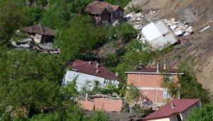 Ordu'da inanılmaz manzara... 15 ev yıkıldı, cami yan yattı