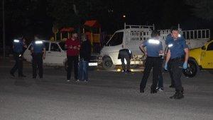 Otomobile silahlı saldırı: 2 ağır yaralı