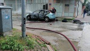 Park halindeki otomobil cayır cayır yandı - Bursa Haberleri