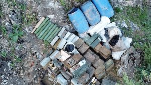 PKK'lı teröristlere ait bir depoda çok sayıda mühimmat ele geçirildi