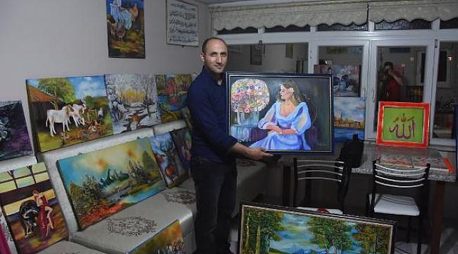 Resim tutkusundan evinin bir katını atölyeye dönüştürdü - Bursa Haberleri