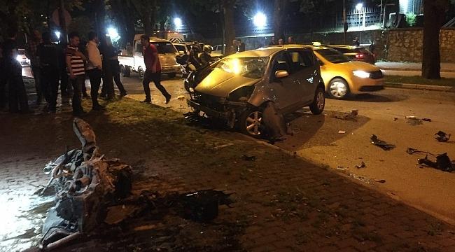 Sahur yolunda feci kaza... Sürücü ön camdan fırladı - Bursa Haberleri