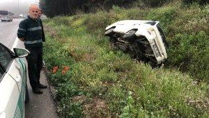 Şiddetli yağış kaza getirdi, minibüs şarampole uçtu - Bursa Haberleri