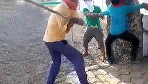 Sığır eti taşıyan Müslümanları ölümüne dövdüler