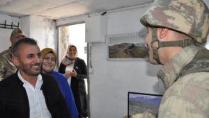 """Sınır bölgesinde sürpriz """"Anneler Günü"""" ziyareti"""