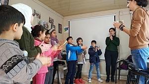 Suriyeli çocuklar için 4 bin 700 geçici öğretmen