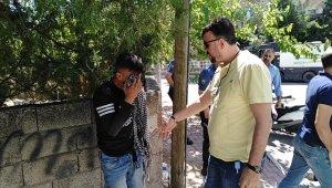 Taciz iddiası mahalleyi ayağa kaldırdı, Polis ellerinden zor aldı