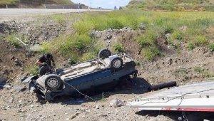 Takla atan otomobildeki baba öldü, oğlu yaralı