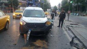 Taksi ve otomobil kafa kafaya çarpıştı: 3 yaralı