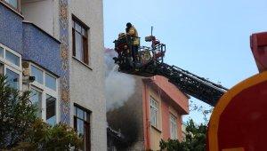 Yangın paniği... Mahalleli sokağa döküldü